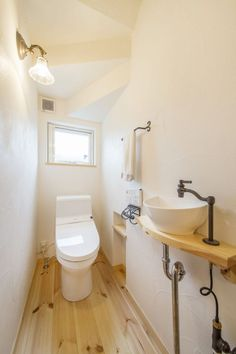 Narrow Bathroom, Diy Interior, Dream Bathrooms, Home Projects, Small Spaces, House, Home Decor, Bathroom Under Stairs, Under Stairs