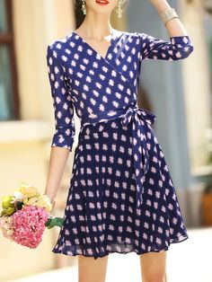 Buy it now. Blue V Neck Print Tie-Waist Dress. Blue V neck Three Quarter Length Sleeve Polyester A Line Short Print Fabric has no stretch Summer Casual Day Dresses. , vestidoinformal, casual, camiseta, playeros, informales, túnica, estilocamiseta, camisola, vestidodealgodón, vestidosdealgodón, verano, informal, playa, playero, capa, capas, vestidobabydoll, camisole, túnica, shift, pleat, pleated, drape, t-shape, daisy, foldedshoulder, summer, loosefit, tunictop, swing, day, offtheshoulder...