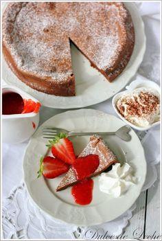 Dulce de Leche: Čokoládovo arašidová torta s jahodovou omáčkou (bez múky)