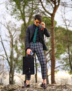 All we need is a little sunshine, a good travel bag and a lot of new adventures. Do you agree? Best Travel Bags, Short Trip, H Style, New Adventures, Time Travel, Ootd, Street Style, Mens Fashion, Guys