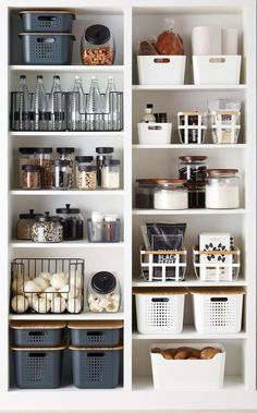 Die besten Lösungen für die Küchenorganisation The best solutions for kitchen organization Cuisine is everything for many women! Here, women can entertain family and friends with delicious meals and cookies. To realize this … house decoration Small Kitchen Organization, Kitchen Organization Pantry, Home Organisation, Organized Pantry, Kitchen Storage, Bathroom Storage, Storage Organization, Kitchen Ideas For Small Spaces, Organization Ideas For The Home