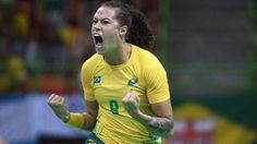 Ana Paula comemora após marcar diante de Montenegro