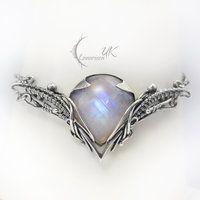 LINTYIEERH -silver , moonstone and pearl(bracelet) by LUNARIEEN