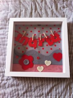 scrapbooking idea for a frame ♥ Crafts To Make And Sell, Diy And Crafts, Arts And Crafts, Paper Crafts, Cuadros Diy, Mobiles, Patchwork Baby, Baby Presents, Do It Yourself Crafts
