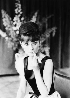 """Audrey Hepburn dans """" Roman Holyday"""", 1953.              Audrey avec son fils Sean, 1960.         Audrey dans «Gigi» (1951).            A..."""