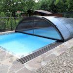 Posuvné kupolovité prestrešenie bazénu predlží kúpaciu sezónu a ochráni bazén pred nečistotami. (Unipol)