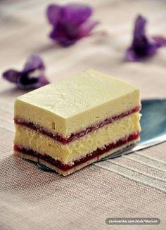 Dugooo nisam pravila...greska Kombinacija sa malinama. Cherry Desserts, Easy Desserts, Vanilla Magic Custard Cake, Baking Recipes, Cookie Recipes, Kolaci I Torte, Torte Recepti, Torte Cake, Croatian Recipes