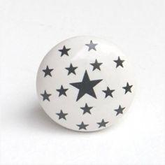http://boutons-mandarine.com/bouton-de-meuble-porte-commode-tiroir-enfant/158-bouton-de-meuble-etoiles-grises-porcelaine-blanche.html