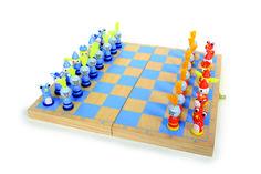"""Schach """"Ritter"""". Statt Denkerfalten auf der Stirn, zaubern die lustigen Schachfiguren eher ein breites Grinsen ins Gesicht. Die bunten Schach Ritter aus Holz sorgen nämlich für gute Laune auf dem Spielbrett. So lernen angehende Schlauköpfe logisches Denken Zug um Zug ganz spielerisch. ca. 33 x 33 x 2 cm; Figur: ca. 2 x 2 x 4 cm"""