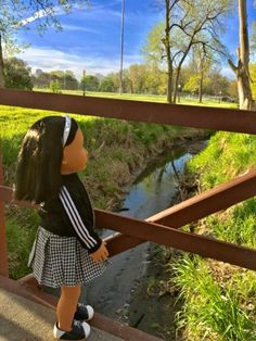 Hi Doll Frieinds!     Yesterday was such a beautiful morning that Eunju  decided she should take a walk around town! She even climbed a tre...