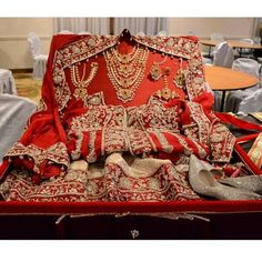 Wedding Gifts Bengali wedding taal - Every couple should read this. Bridal Gifts For Bride, Indian Wedding Gifts, Bengali Wedding, Diy Wedding Gifts, Desi Wedding, Wedding Favors, Wedding Ideas, Diy Gifts, Wedding Girl