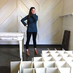 Check out that great wall treatment! | Anna Marie Horner in Natalie Chanin garment
