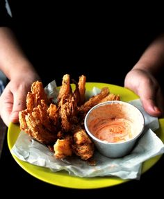 Bloomin' Onions (glorified onion rings) I love these I can't wait to try them. Good a new deep fryer for Christmas too I Love Food, Good Food, Yummy Food, Tasty, Yummy Appetizers, Appetizer Recipes, Great Recipes, Favorite Recipes, Blooming Onion