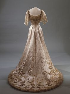 Embroidered ivory silk evening dress, Laferrière, 1905 - 1906