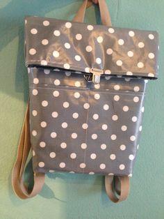 Rucksack aus Wachstuch mit Schiebeverschluss