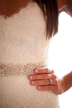 love the detail and lace... I want a lace wedding dress <3