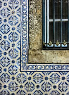 Wouldn't these tiles make a beautiful quilt?  Lisbon tiles, Portugal.
