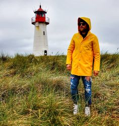 Werbung Rainy monday ahead 😀 //Wearing Stockholm raincoat in yellow to keep me Safe from the Rain💪 Keep Me Safe, Stockholm, Canada Goose Jackets, Rain Jacket, Windbreaker, Raincoat, Winter Jackets, Yellow, Clothing