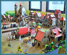 The development of strong infantry forces finally deprived them of their per-eminence in military matters. The whole spectrum of medieval life can be found in many Playmobil medieval dioramas