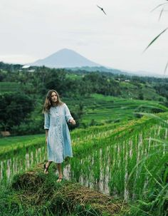 4 Best Women Dresses When Travelling in Bali Travel Dress, Woman Standing, Bali Travel, Photography Women, Travel Photography, Sandy Beaches, Nature Photos, Pet Birds, Picture Photo