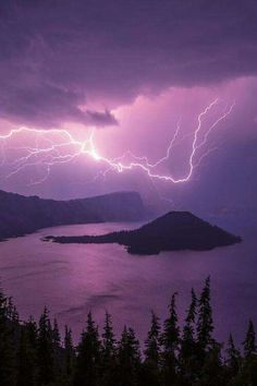 Crater Storm, by Chad Dutson -- Lightning storm over Crater Lake National Park, Oregon, USA Beautiful Sky, Beautiful World, Beautiful Places, Beautiful Pictures, All Nature, Amazing Nature, Science Nature, Fuerza Natural, Foto Picture