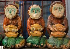Три обезьяны. Рынок в старом городе. Шанхай