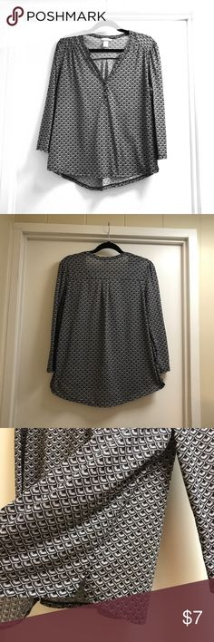 HM top size Large H&M top size large. It hits right at the waist so it doesn't cover the bum only the belt strap and when you lift your arms it shoes the belly. I am a teacher it doesn't work for me. H&M Tops Blouses