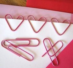"marek - ""A piece-of-cake Valentine project: bend regular paper clips into little heart shapes."" DIY fun -- and not just around Valentine's Day, but at any time of the year! (This is a favorite item from the Unconsumption 2009 archive. Fun Crafts, Crafts For Kids, Arts And Crafts, Kids Diy, Room Crafts, Ideias Diy, Paper Hearts, Valentine Day Crafts, Homemade Valentines"