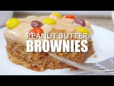 Peanut Butter Brownies – For the peanut butter lovers! Moist, cake-like peanut butter brownies topped with light and fluffy peanut butter frosting! Just Desserts, Delicious Desserts, Dessert Recipes, Yummy Food, Peanut Butter Desserts, Peanut Butter Brownies, Baking Pan, Baking Recipes, Blondie Brownies
