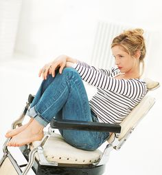 """julie delpy - loved her in the """"before sunset"""" - wanting to see the other movies! Julie Delpy, French Actress, French Chic, Parisian Chic, Julia, Famous Women, Fashion Pictures, World Of Fashion, Style Icons"""