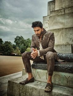 Ranveer singh donned another look in mohsin naveed ranjha for filmfare magazine dec 2018 issue Ranveer Singh Hairstyle, Hrithik Roshan Hairstyle, Men Fashion Photoshoot, Fashion Poses, Bollywood Outfits, Bollywood Actors, Bollywood Celebrities, Wedding Dresses Men Indian, Mens Hairstyles With Beard