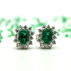 18 kt white gold earrings with natural emeralds from Zambia, excellent colour and transparency, brilliant cut diamonds, butterfly pin clasp.  Metal: 18 kt white gold Handmade: Yes Hallmark: 750/1000 Weight: 3.30 g Main stones:  2 natural emeralds, 1.41 ct  Accent stones: 24 brilliant cut diamonds (0.50 ct – G – VS). Earring dimensions: 8.50 x 10.20 mm Numbered certificate of guarantee with photo of the item, gift box. Insured shipping with tracking – Delivery within 3 days