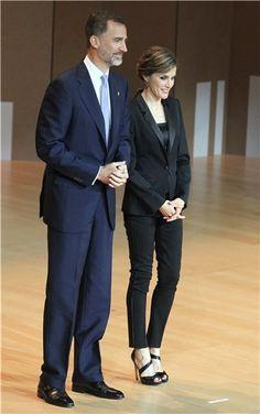 La Reina Letizia, otra vez perfecta con su esmoquin de Hugo Boss