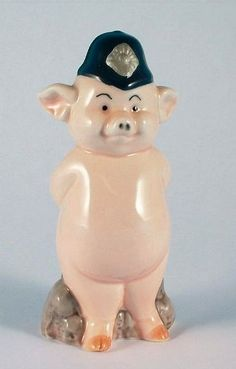 Danbury Mint 9.5cm in height pig figurine - Piggies collection - Trotter of the Yard: Amazon.co.uk: Kitchen & Home