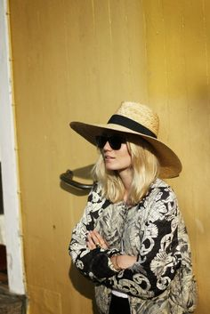 Singers love the straw hat