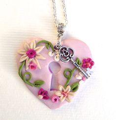 polymère clay , coeur , fleurs 3D, en pate fimo, floral pendant de la boutique polymercrea sur Etsy
