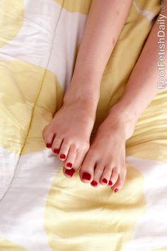Piper-Perri-Feet-1892853.jpg 2,000×3,000 pixels