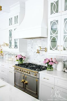 Kitchen Interior Design Tips for Caring for your Marble Counter Tops - How to Clean Marble - Tips for Caring for your Marble Counter Tops - How to Clean Marble - keep your marble counter tops looking sparkly and clean Küchen Design, Layout Design, Design Ideas, Design Styles, Door Design, New Kitchen, Kitchen Decor, Kitchen White, Kitchen Stove