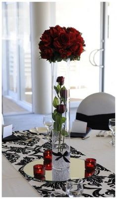 Red, white and black wedding table decoration - Wedding Diary
