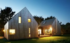 Haus Autzen - CHRISTIAN STOLZ Modern Wooden House, Modern Barn House, Bungalow Renovation, Barn Renovation, Prefabricated Houses, Prefab Homes, Townhouse Designs, Rest House, Wood Architecture
