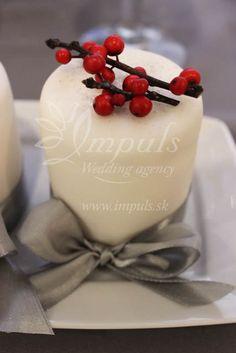 Ak vás zaujala nahá svadobná torta a radi by ste ju doladili k výzdobe aj k svadobnému menu, tu je pár tipov, ako na to. Príchute a design pre nahé torty.