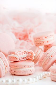 French Macarons - Quick and Easy Food Videos - French Macarons Ever wanted to make the PERFECT Macaron? (Not to mention make it delicious and beautiful?) This recipe is easy enough for every level baker! French Macaroon Recipes, French Macaroons, Pink Macaroons, How To Make Macaroons, Italian Macarons, French Recipes, Baking Recipes, Cookie Recipes, Dessert Recipes