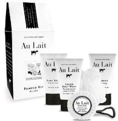Kit Regalo AU LAIT contiene: gel de ducha cremoso (75 ml), champú (75ml), crema corporal (75 ml), un jabón 40 grs y una esponja masaje.Enriquecidos con Aloe Vera y extracto de leche, que deja tu piel fresca y suave. Un agradable olor a leche.Scottish Fine Soaps, es una marca escocesa comprometida con el medio ambiente. Sus productos son libres de parabenes y NO testa en animales.Su gama AU LAIT es un best-sellers en todo el mundo.IVA incluido en el precio.Para más in...