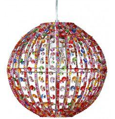 Ihanan värikäs Inkku kattovalaisin on kauttaaltaan muovisten, eriväristen helmien peitossa. Halkaisija 30 cm, maksimi kokonaiskorkeus 145 cm Helppo, nopea ja turvallinen asentaa valmiiksi liitetyn pistokkeen sekä ripustuslenkkikiinnityksen ansiosta. Iso kattokuppi takaa viimeistellyn lopputuloksen Iso, Helmet, Table Lamp, Ceiling Lights, Pendant, Paper, Home Decor, Homemade Home Decor, Decoration Home