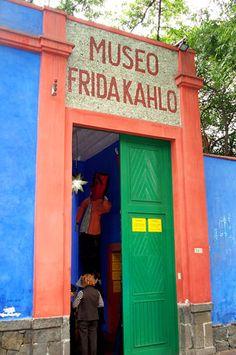 Exterior, la Casa Azul, Coyoacán. I remember walking through this door! :)