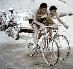 rollersinstinct:  Felice Gimondi and Eddy Merckx on the on Pra-Loup during the 1975 Tour de France, 1975. Inner Ring profiles the climb and its role in undoing Merckx's chance of victory.