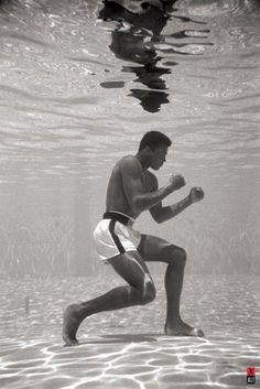 Muhammad Ali Underwater Poster Print (24 X 36) - Item # SCO32341 - Posterazzi
