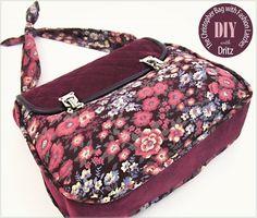 Uma bolsa feita de veludo liso e estampado, muito linda! E pode ser feita em outros tecidos. Tem o PAP bem ilustrado e o PDF do molde para download AQUI