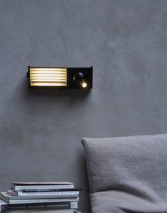 Bett-Wandleuchte mit Lese-Spot und USB, schwarz/weiß BINY BEDSIDE von DCW éditions Leuchten