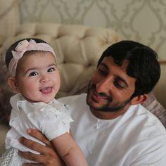 Nouf bint Juma bin Dalmook Al Maktoum con su padre, Juma bin Dalmook bin Juma Al Maktoum, 2014. Vía: mrs_almaktoum